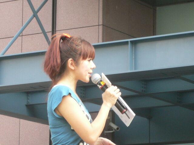 檔案:Cherry主持Myself2010概念專輯11.JPG