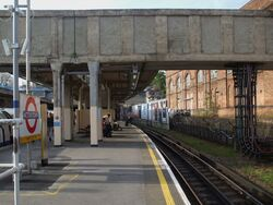 Acton Town stn eastbound District look west