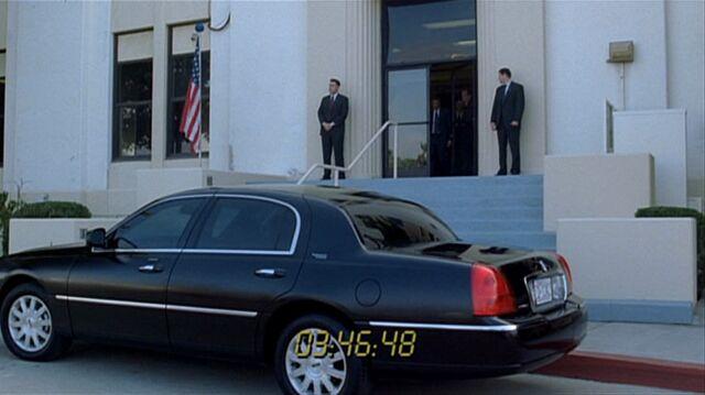 File:7x08 white house back door.jpg