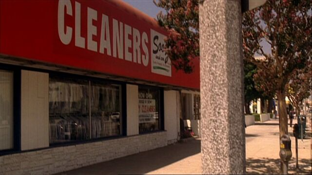File:4x01 Landstrass cleaners.jpg