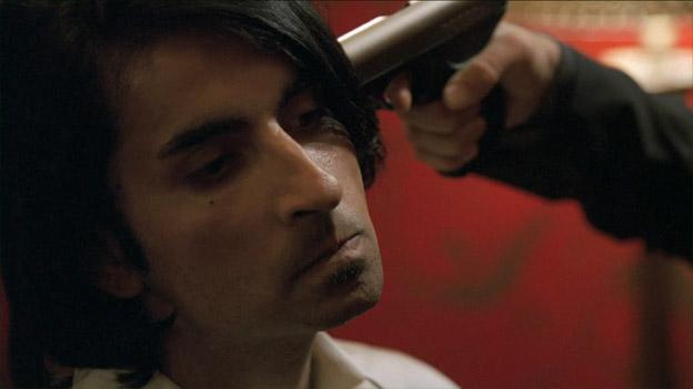 File:8x08 Farhad Gun.jpg