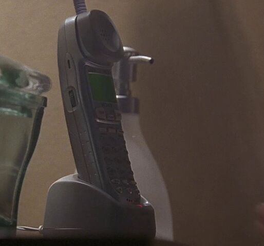 File:2x22 Kate phone.jpg