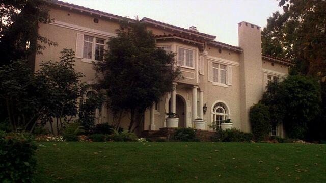 File:6x05 Bauer house.jpg