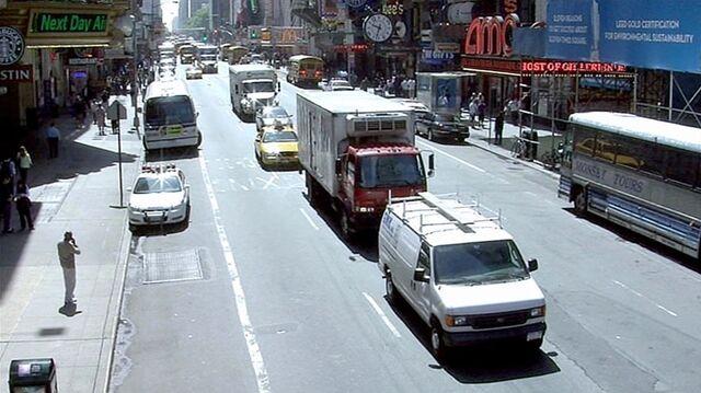 File:8x01 NY street 1.jpg