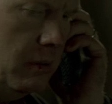 File:5x23 Aaron phone.jpg