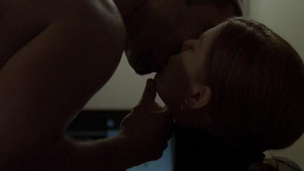 File:Tony-cara-kiss.jpg