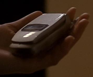 File:1x17 Alexis phone.jpg