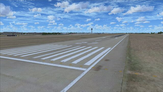 File:Runway-edging.jpg