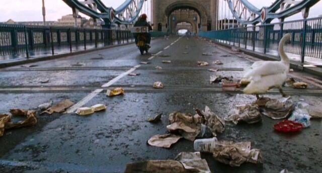 File:28WeeksLater Tower Bridge01.jpg