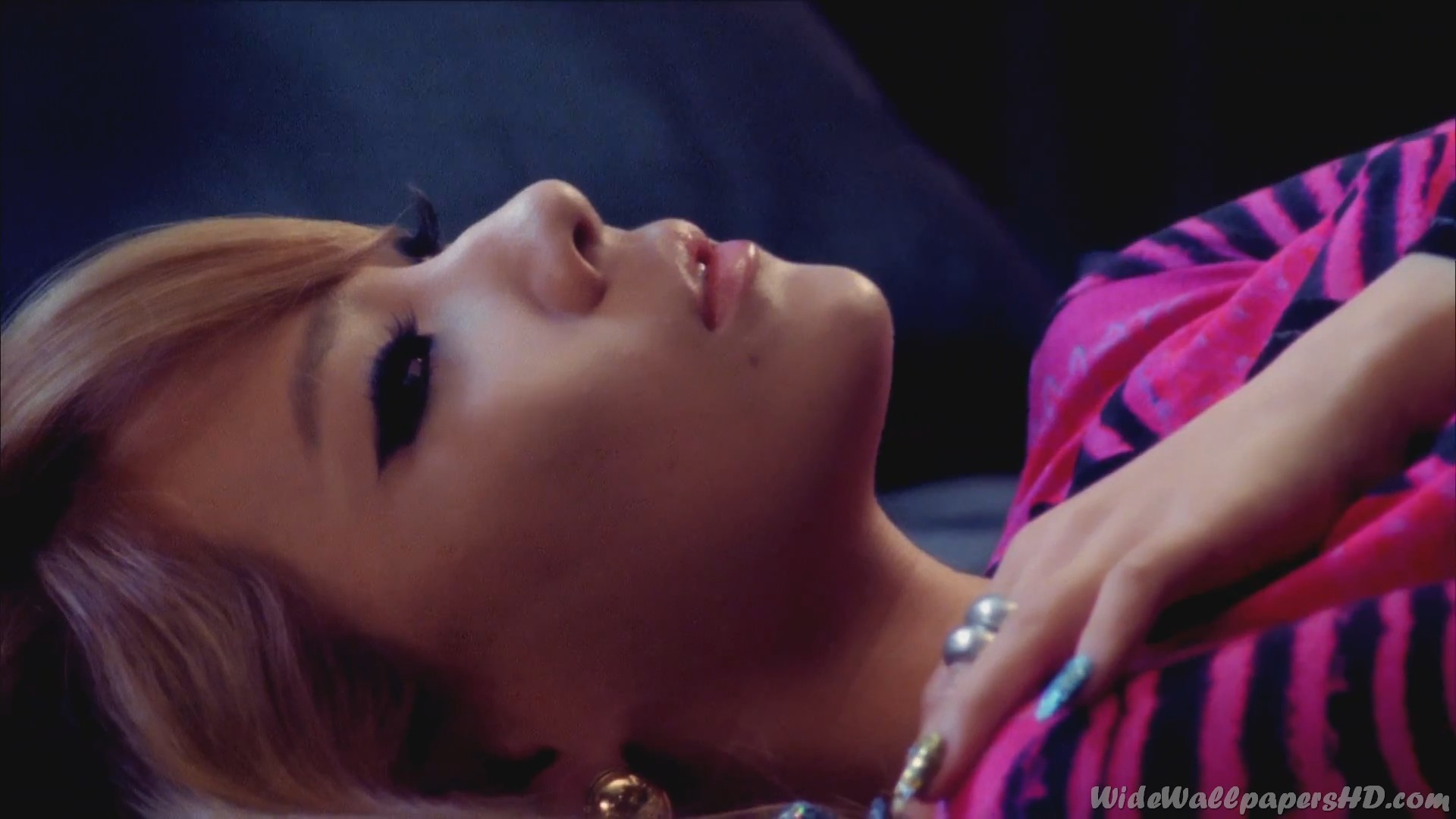 Cl Lottning Hd: CL-On-Bed-Close-Up-2NE1-K-Pop-Images-and