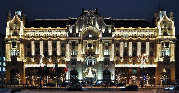 800px-Budapest four seasons