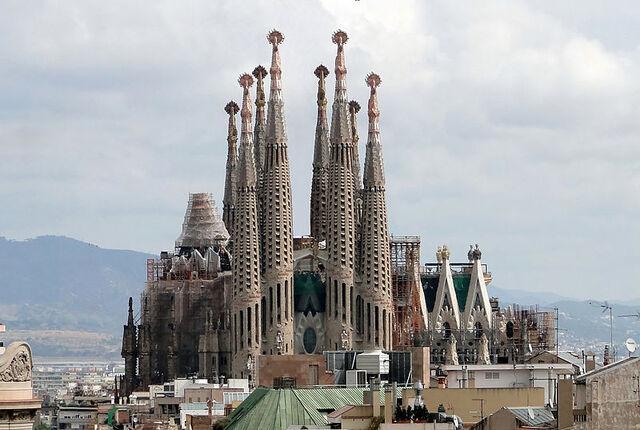 File:800px-Sagrada Familia 01.jpg