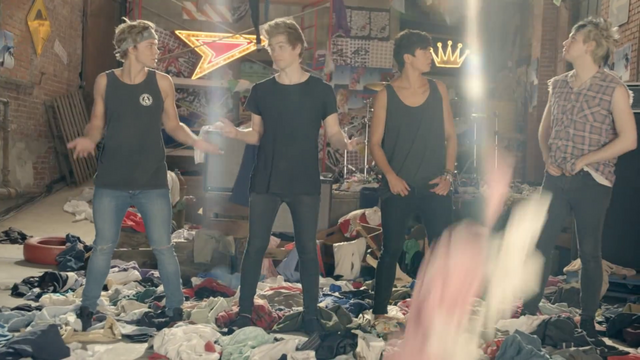 File:5 Seconds of Summer - She Looks So Perfect - 5 Seconds of Summer Wiki (173).png