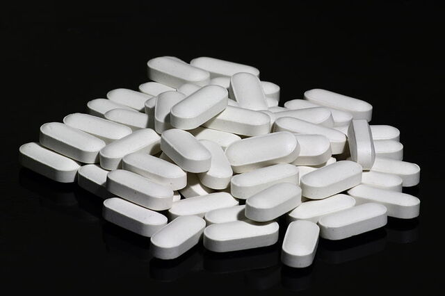 File:Pills use.jpg