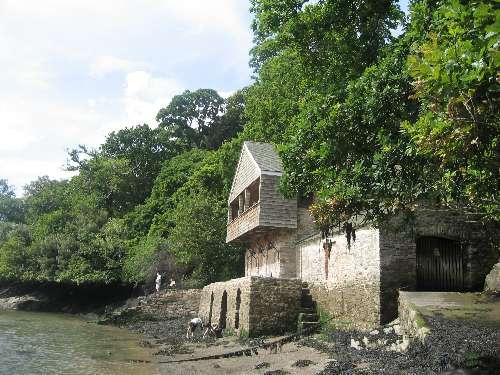 File:Greenway Boathouse.jpg