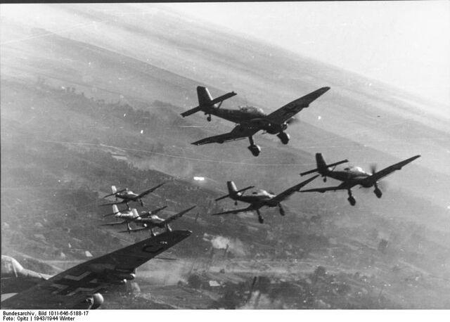 File:Bundesarchiv Bild 101I-646-5188-17, Flugzeuge Junkers Ju 87.jpg