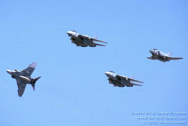 File:3 02 VX-30 F-14D 201 F-14D 210 QF-4S+ 153832 QF-4S+ 155749 left front in flight l.jpg