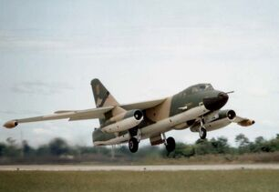 800px-Douglas RB-66C Destroyer in flight 061102-F-1234P-036