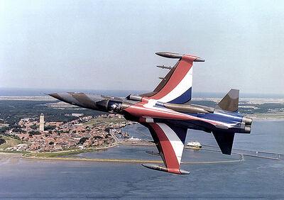 800px-Dutch Airforce 1981 DF-SC-82-11052