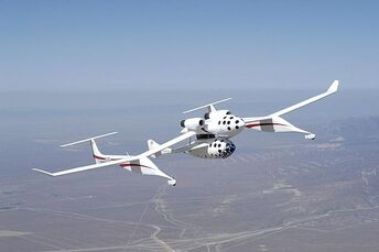 640px-Spaceship One and White Knight in flight 1
