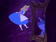 Alice-in-wonderland-disneyscreencaps.com-576