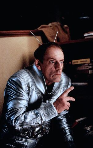 File:My-Favorite-Martian-christopher-lloyd-30459573-486-768.jpg