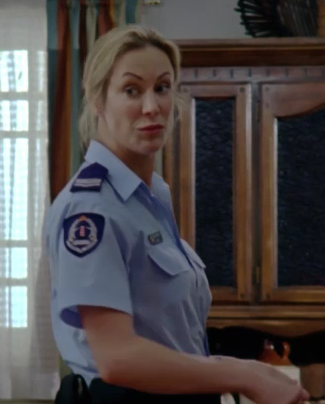 File:Sgt. Olivia talking to Amber.png