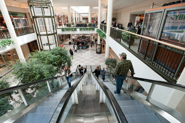File:Silver Hills Mall Interior 3.jpg