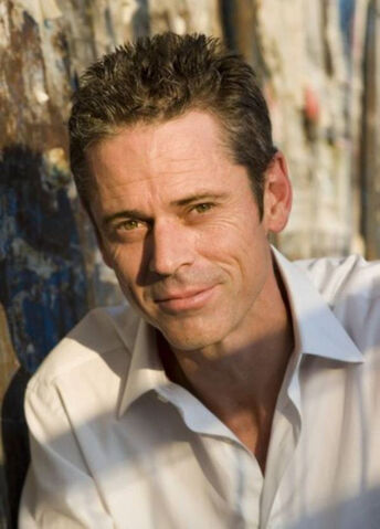 File:C thomas howell x.jpg