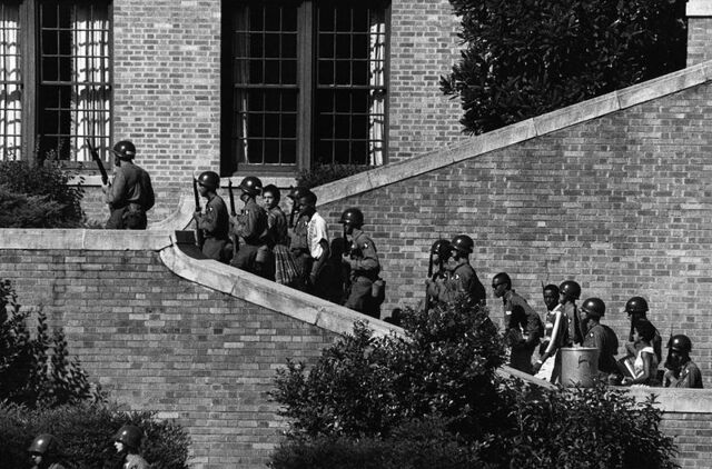 File:800px-101st Airborne at Little Rock Central High.jpg
