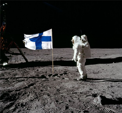 File:Finland moon.png