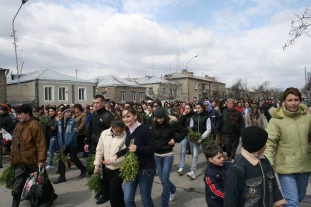 File:Palm Sunday procession in Tskhinvali 3.jpg