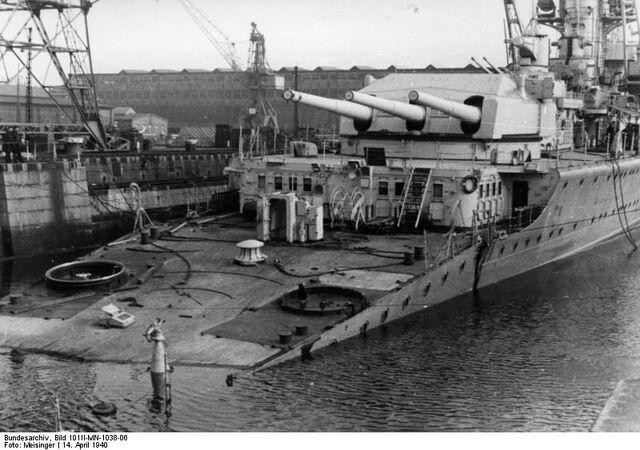 "File:Bundesarchiv Bild 101II-MN-1038-06, Kiel, Schwerer Kreuzer ""Lützow"".jpg"