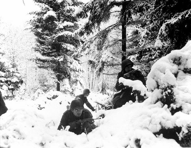 File:Americans in bastogne.PNG