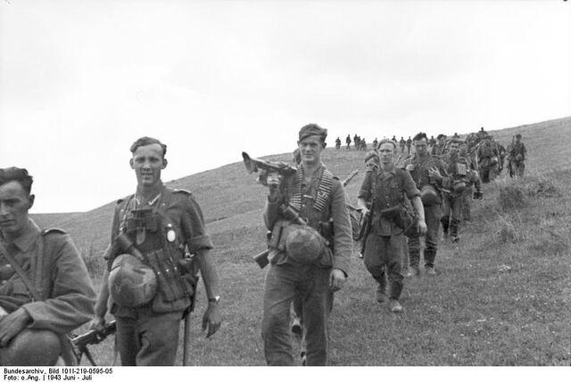 File:Bundesarchiv Bild 101I-219-0595-05, Russland-Mitte-Süd, Infanteristen.jpg