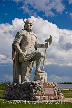 File:Viking-statue 38971.jpg