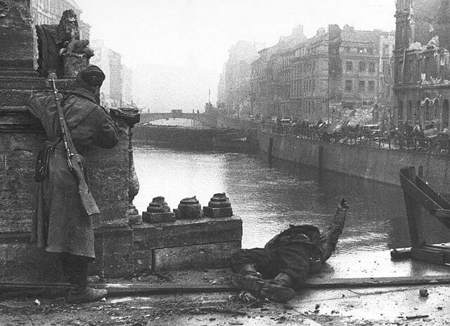 File:Battle-berlin-1945-ww2-second-world-war-history-amazing-incredible-pictures-images-photos-008.jpg