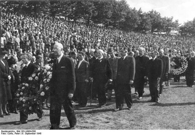 File:Bundesarchiv Bild 183-L0904-500, Berlin, VVN-Großkundgebung, Arthur Werner.jpg