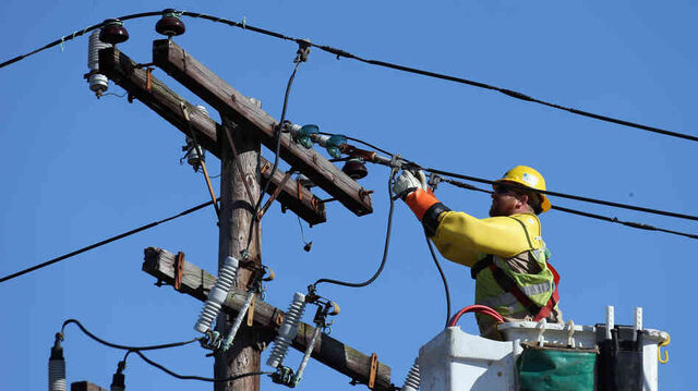 File:Electrical-worker wide-c8f4e69bf3a9b47c08e948b6031f09ad051cf583-s6-c30.jpg