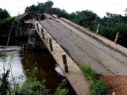 800px-Destroyed bridge by Angolan civil war