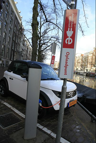 File:Amsterdam recharging station for 2001 Model XL Alexcior.png