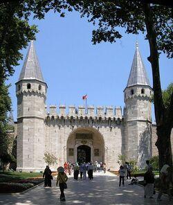 507px-Gate of Salutation Topkapi Istanbul 2007 Pano