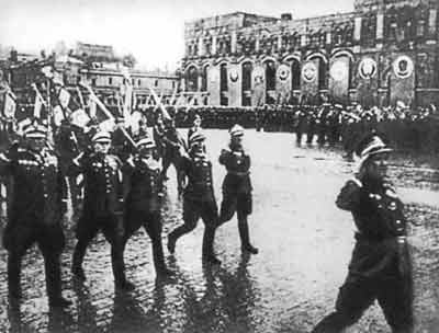 File:Polish Mil Victory Parade 1945.jpg