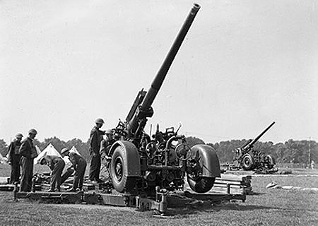 File:3.7 Inch Gun.jpg