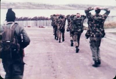 File:Soldados Capturados en el Sur.jpg