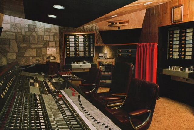 File:Mountain Studios.jpg
