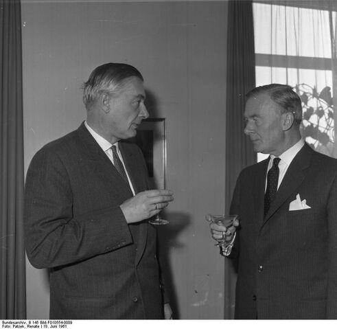 File:Bundesarchiv B 145 Bild-F010554-0009, Auswärtiges Amt, Luftverkehrsvertrag mit Kanada.jpg