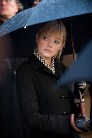 File:Gwen at her father's funeral.jpg