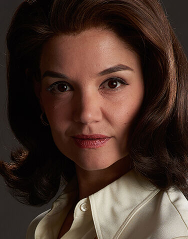 File:Jacqueline Kennedy Onassis played by Katie Holmes in The Kennedys - After Camelot.jpg