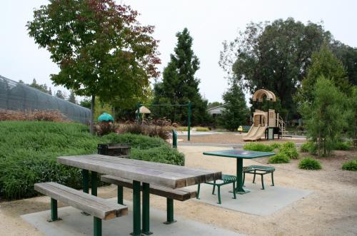 File:Terrain CA Saratoga AzulePark.jpg